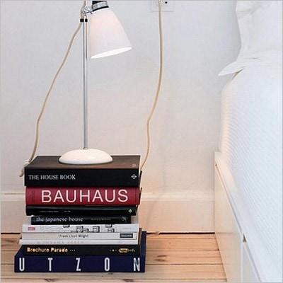 Shake the deco - Table de nuit DIY livres