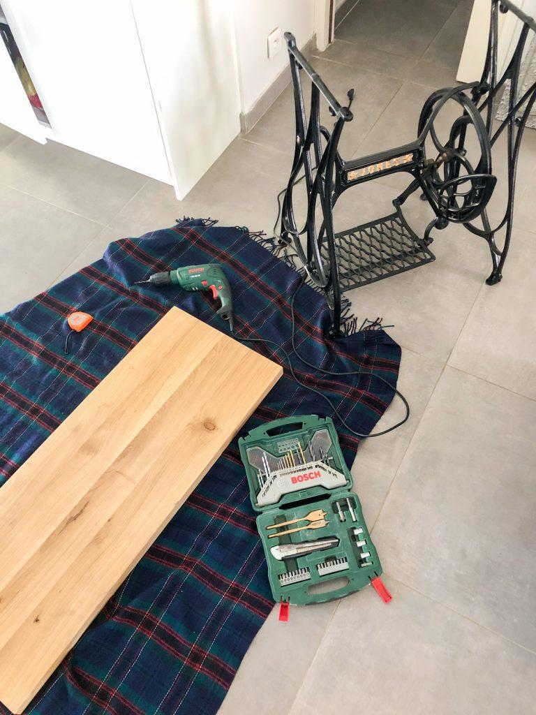 Table de machine à coudre - Fixation du plateau