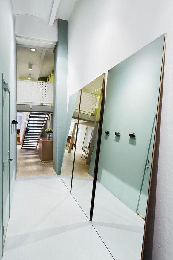 Decorer-un-couloir-avec-des-miroirs-2