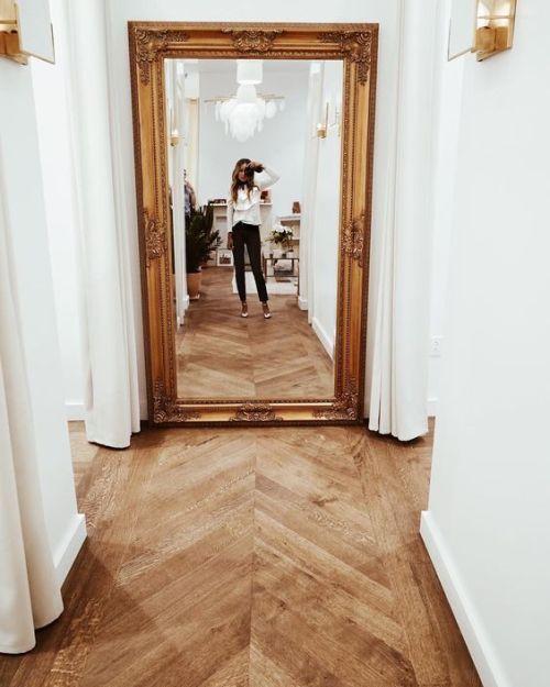 Decorer-un-couloir-avec-des-miroirs