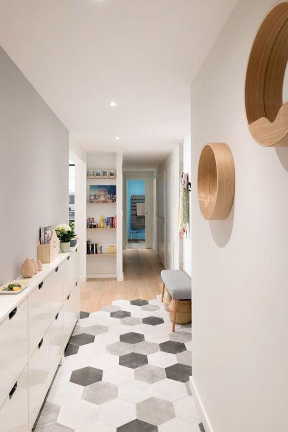Decorer-un-couloir-avec-un-meuble-de-rangement-malin-2