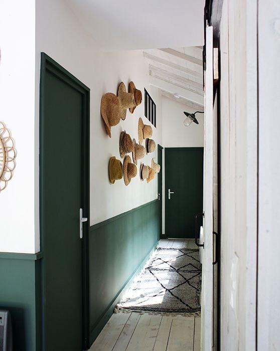 Comment-decorer-un-couloir-soubassement-vert